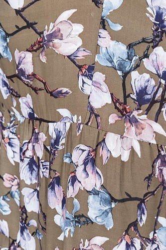цветочный принт на ткани неброского цвета